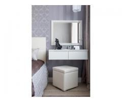 Espejo y tocador para dormitorio